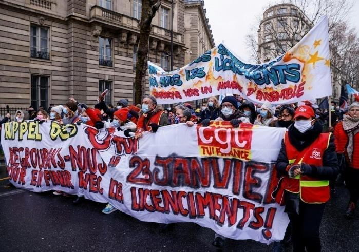MANIFESTATIONS CONTRE LES LICENCIEMENTS