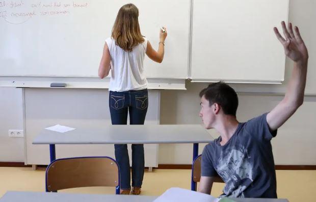 PROFESEURE EN CLASSE
